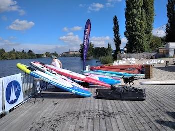 Pražská regata testování paddleboardů